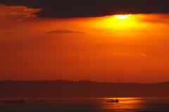 夕陽の照らす航路