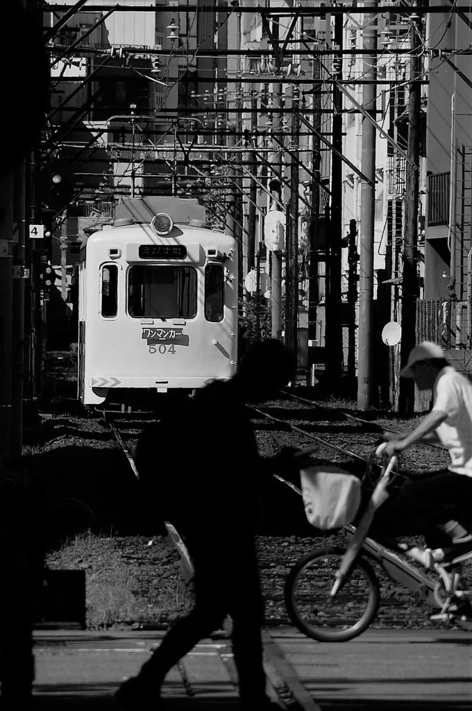 遠い日の白い電車