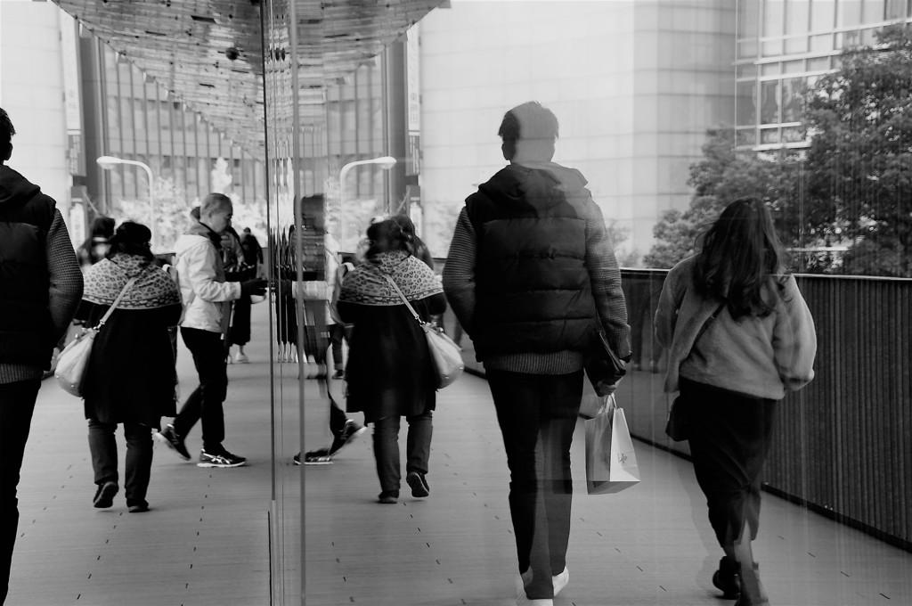 歩く人たち
