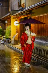 雨の祇園 2