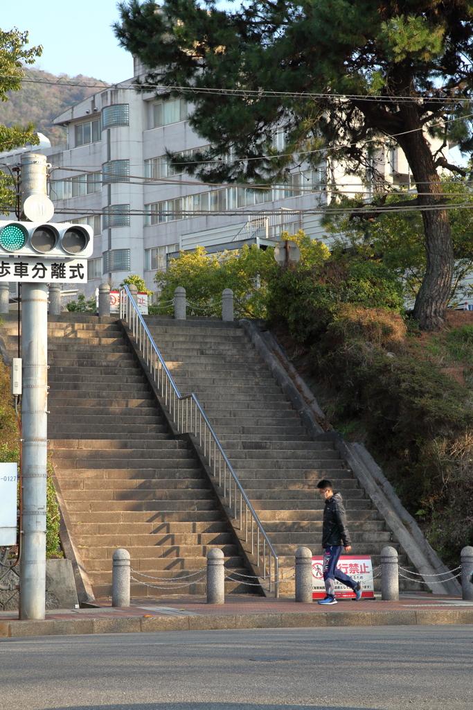 病院前の階段