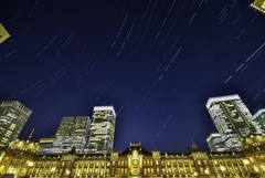 東京駅の夜空