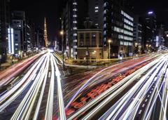 東京タワーの見える交差点。
