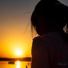 夕日と少女..