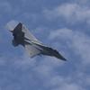 青空と雲とF-15