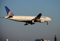 United 777-222 着陸