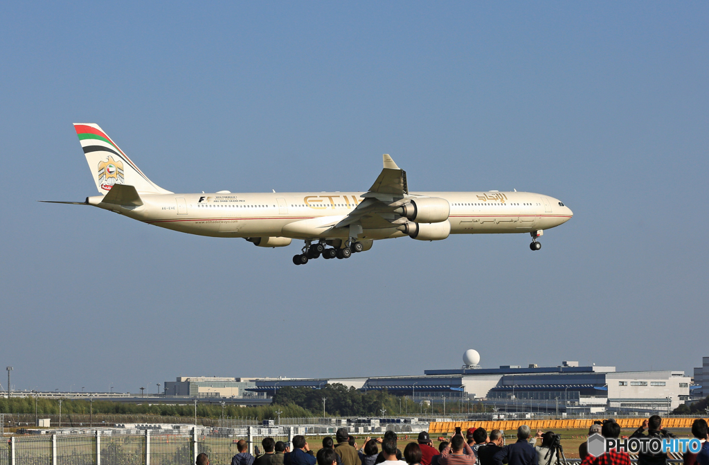 来た~ Etihad A340-642 A6-EHE