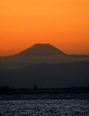Fujiyama 暗い海