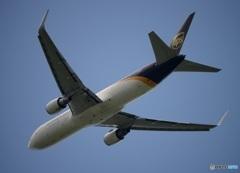 UPS 767-300 飛び立ち