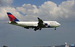 「雲」DELTA 747-400 N662US/ジャンボ保存委員会