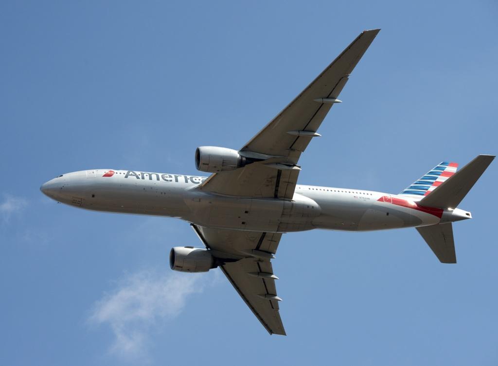 American 777-223 飛び立ち