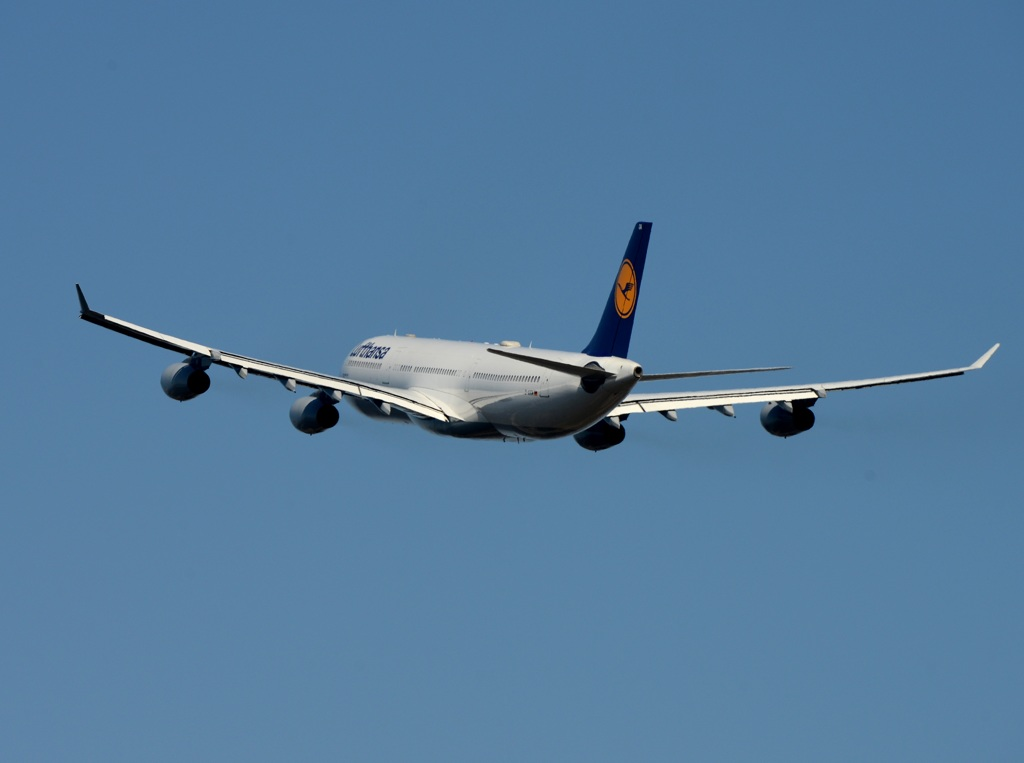 Lufthansa A340-313 飛び立ち