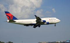 「雲」Delta 747-400 N669US/ジャンボ保存委員会