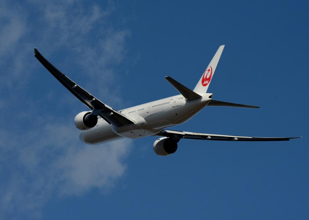 飛び立ち JAL 777-346