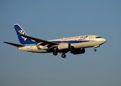 着陸 ANA 737-700
