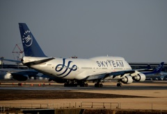 SKYTEAM 747-400 離陸