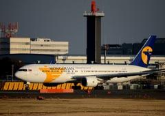 Mongolian 767-300ER 出発