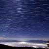月照下雲海星空