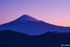 日の出前の富士山