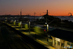 日の出前根府川駅