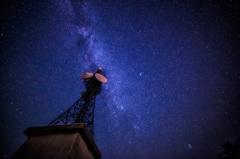 星下の電波塔