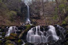 春を待つ千ヶ滝