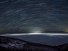 雲海にかかる星のアーチ