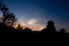 黄昏の松本城