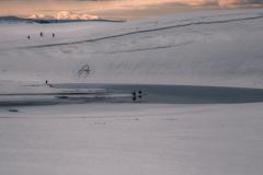 遥かなる大山とカメラマン