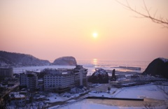 流氷に映る夕陽 ~知床ウトロ~