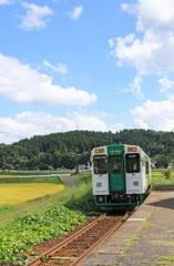 夏空の由利高原鉄道