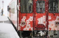 吹雪の桜~秋田内陸縦貫鉄道~