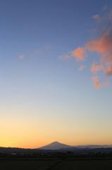 桜色の雲と