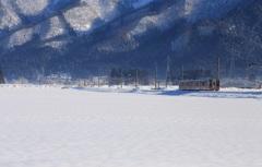 雪国列車がゆく♪~東鳥海山と~