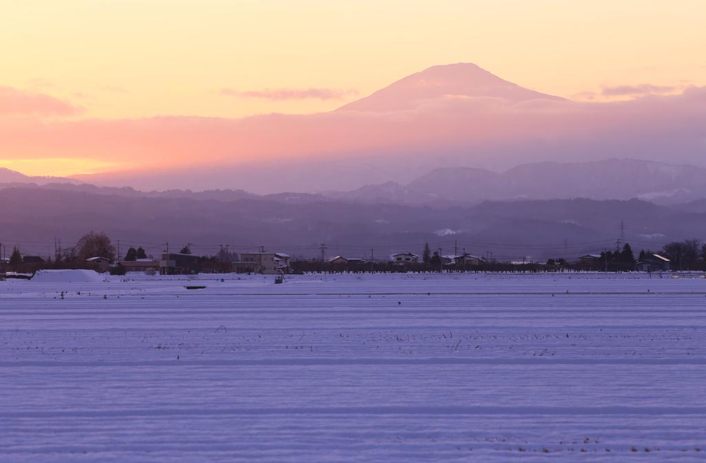 染まる鳥海山 ~初冬~