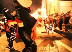 かがり火と踊り子たち~西馬音内盆踊り~