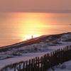 オホーツクの旅人 ~朝焼けの海岸散歩~