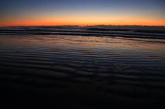 冬の浜辺の夜が明ける