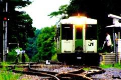 高原の駅にて