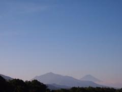 富士を望む丘