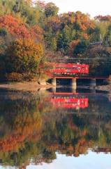 水鏡、晩秋を映す