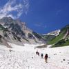 白馬大雪渓をゆく