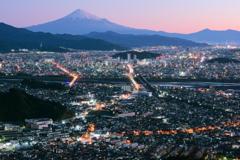 静岡の朝を望む