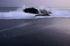 遠くの波飛沫