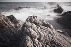 岩と波しぶき