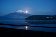 平穏な月夜