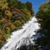 秋晴れの湯滝
