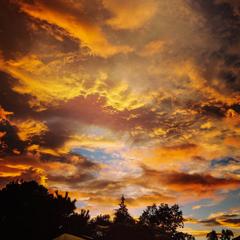 午前5時ドラマチックな東の空