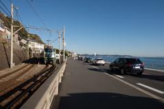 海と車と江ノ電と