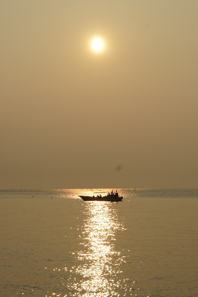 滋賀 早朝の大漁をお祈り